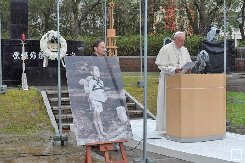 ژاپنی ها به پاپ چه می گویند؟ ، امپراتور آموزه ها در میان قربانیان بمب اتم